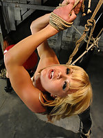Katarina struggles in tight rope while her pussy is shocked