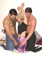 Two gay and a babe bisexuals getting kinky and making it out