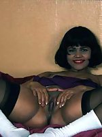 Indian babe bends over