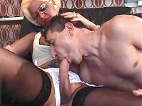 Guy n blond shemale suck each other