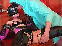 Man licks wet pussy of latex vixen