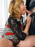 Hot mature bitchie rides skinny boy's huge shlong