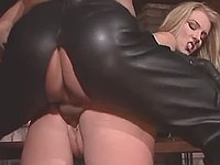 Whore in black latex gets fast anal