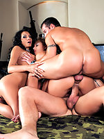 Quartet orgy action by blonde and brunette